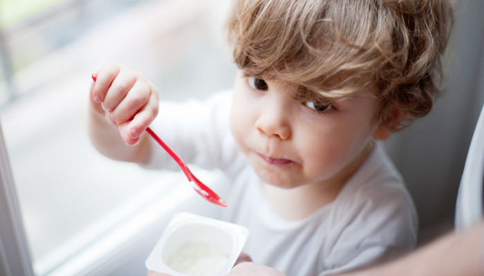 Five-Things-To-Be-Remembered-When-Feeding-Yoghurt-To-Children-_Tipsmom